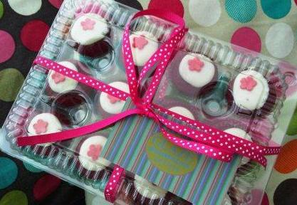 Another box of cupcakes... Red Velvet Cupcakes... the recent it Q8y Cake